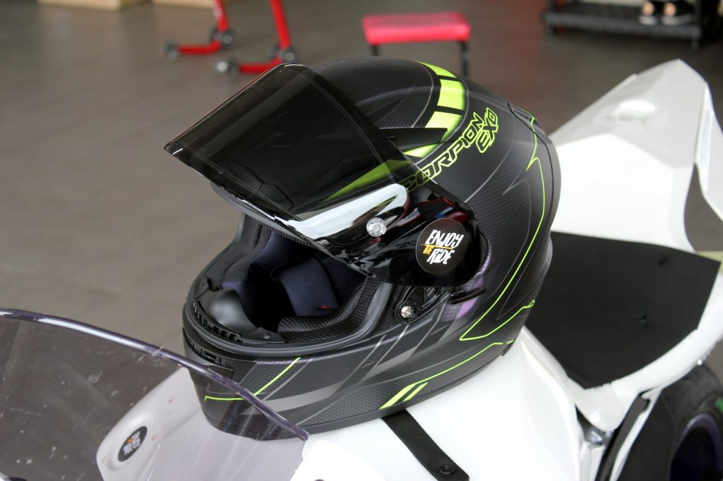Essai de la version Cup du casque Scorpion EXO-2000 Evo Air