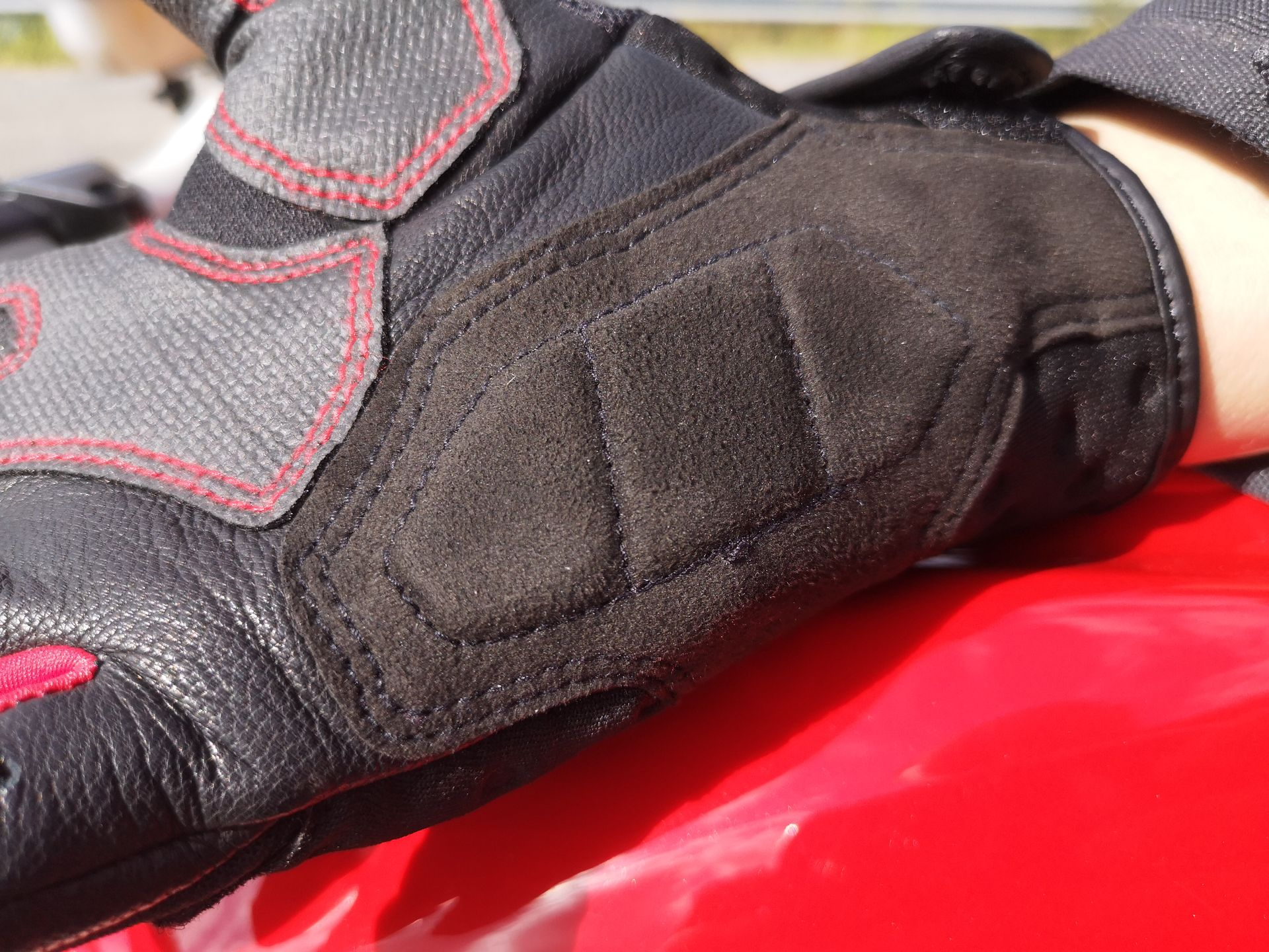 Inserts confort en mousse sur les gants AlpineStars Kinetic