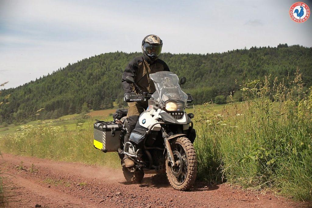 Cet ensemble Klim Traverse a été conçu pour rouler debout, donc en tout-terrain.