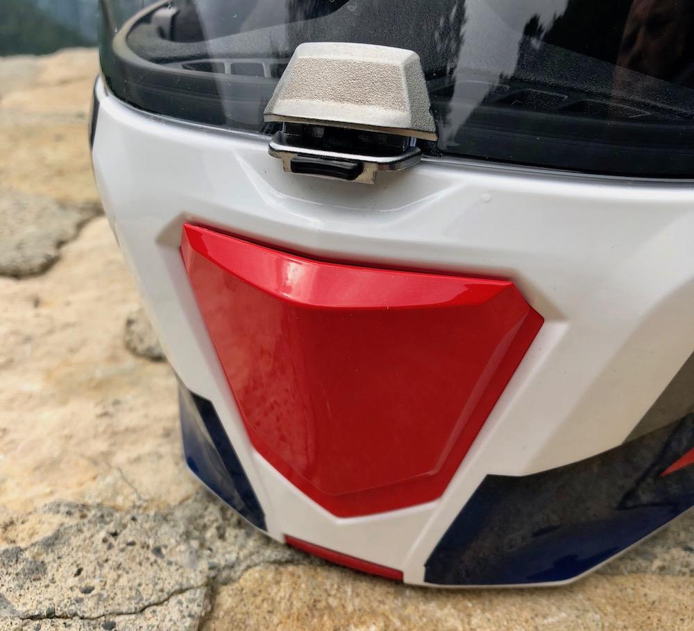 Mentonnière et système de ventilation sur le casque HJC RPHA 90