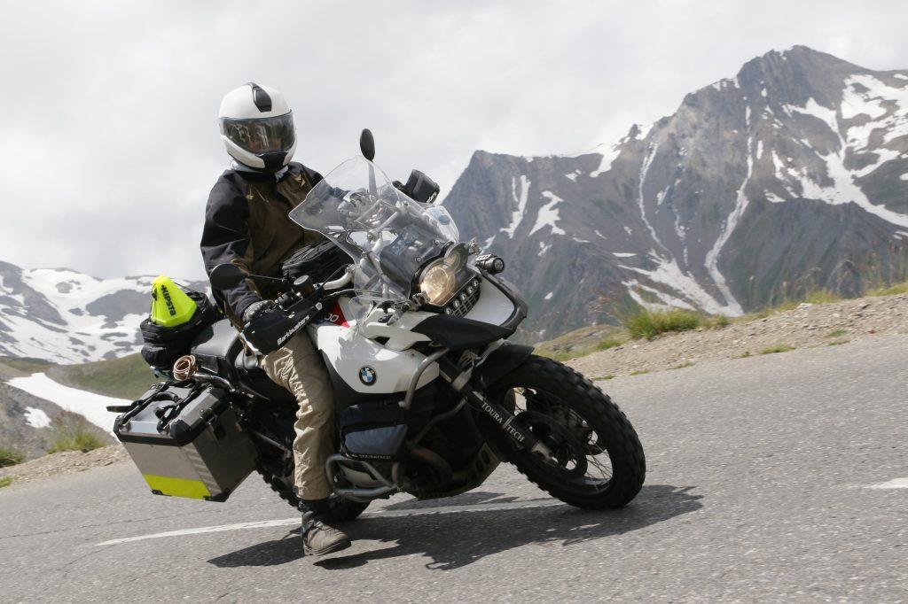 L'ensemble Klim Traverse va tout aussi bien sur route, et protège en altitude.