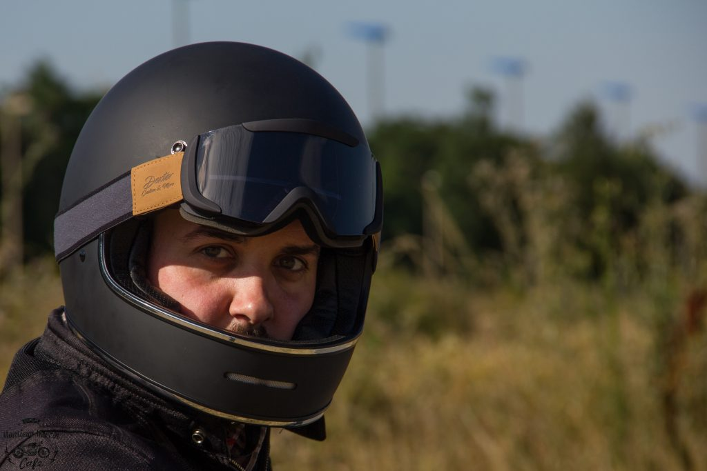 Le casque Dexter Marty et le masque Dexter Binocle pour rouler à l'ancienne !