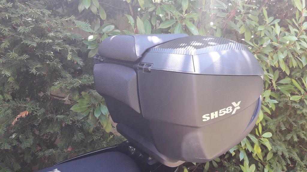 Le dosseret donne au top case Shad SH 58X une touche «bagagerie de luxe»