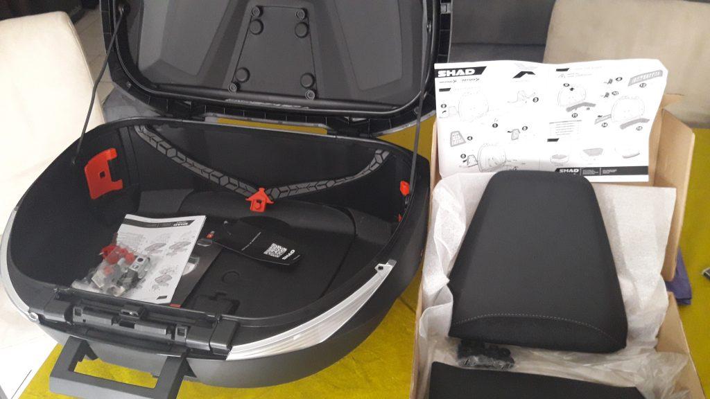 Le top case Shad SH 58X, une fois déballée, est assez imposant.