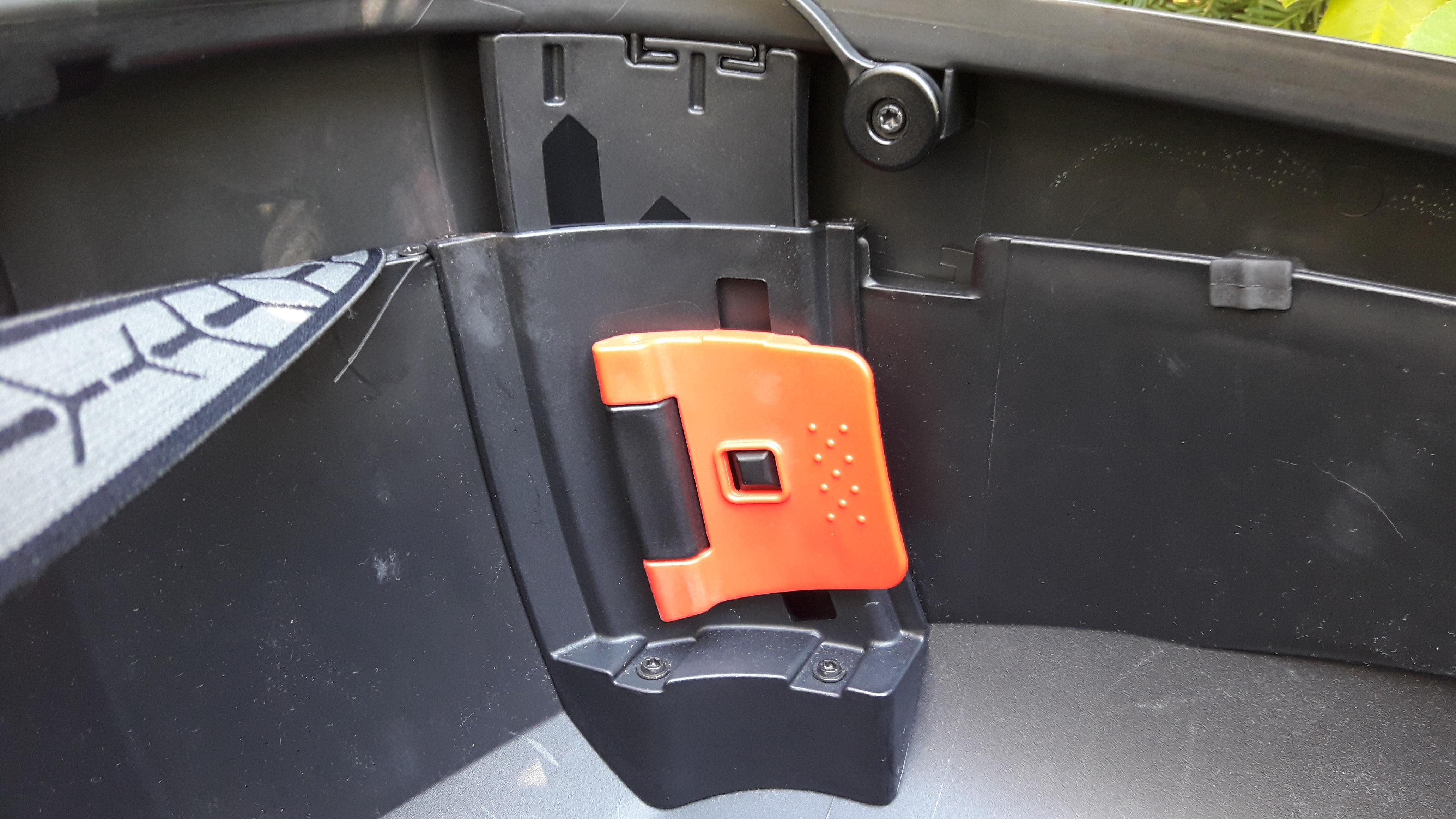 Loquet en position XL du top case Shad SH 58X
