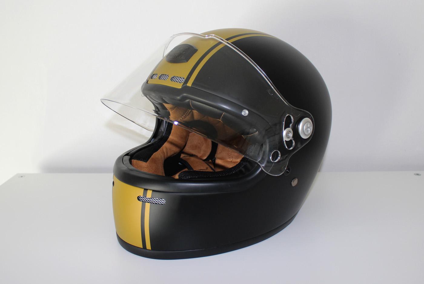 Design sobre et efficace pour le casque Astone GT Retro