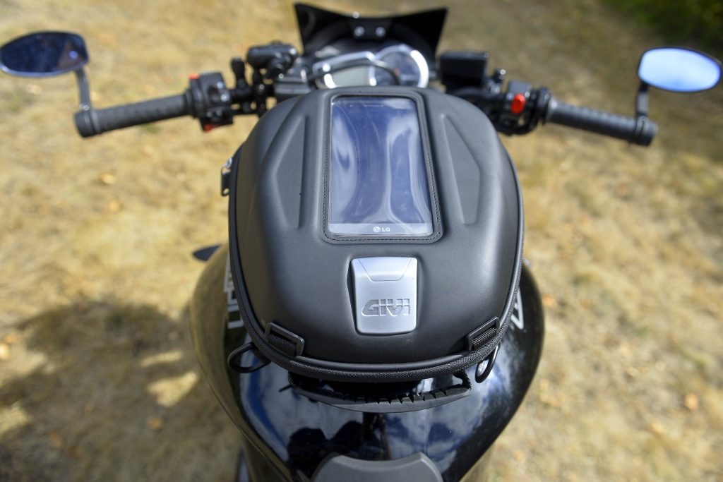 La sacoche de réservoir GIVI ST 602 Sport-T