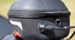 L'entrée du fil du hub dans la sacoche