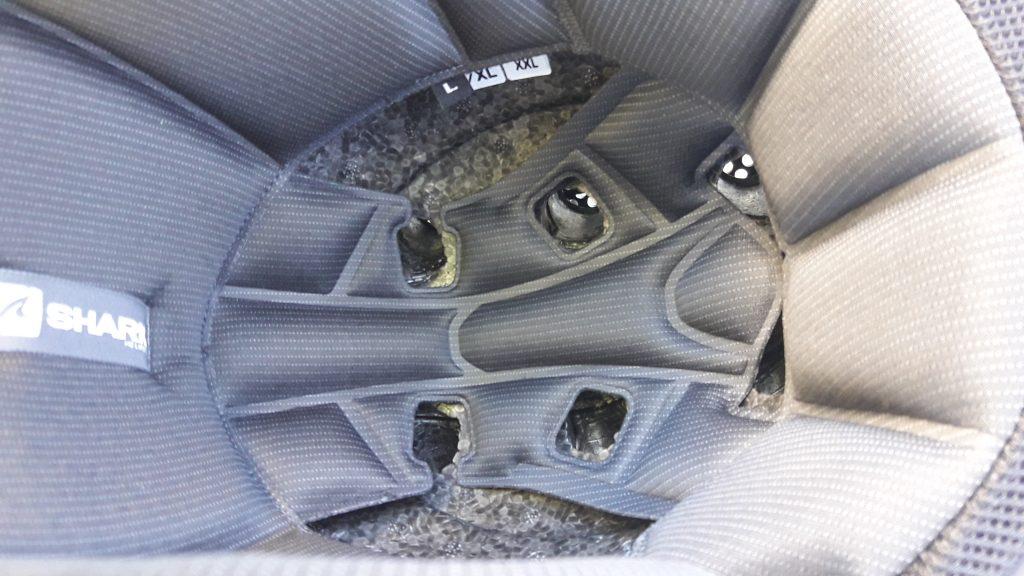 Les aérations du casque jet Shark X-Drak vues de l'intérieur