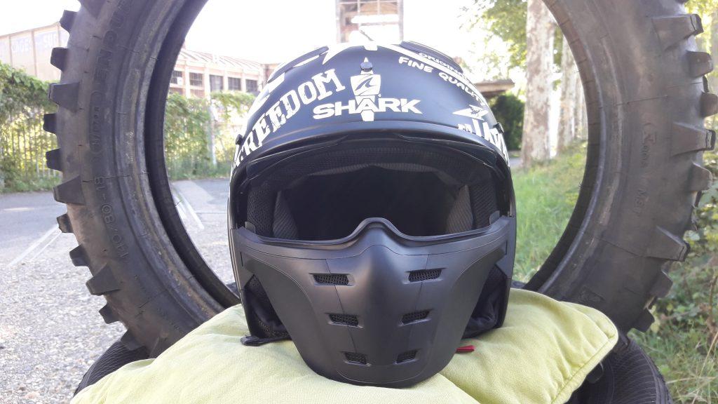 «Madmasque» en pleine face avec le casque jet Shark X-Drak
