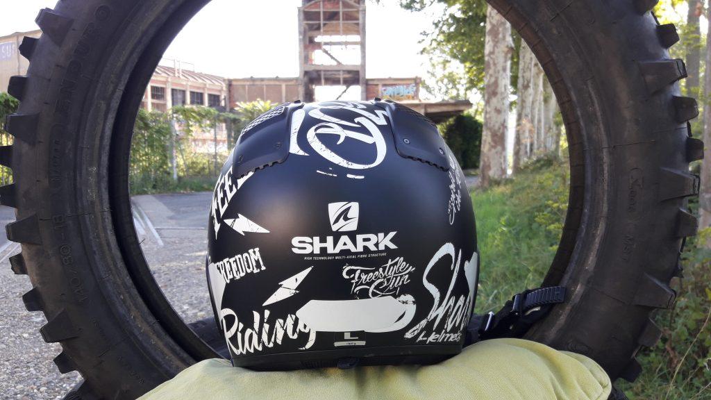 Une déco bad boy pour ce casque jet Shark X-Drak