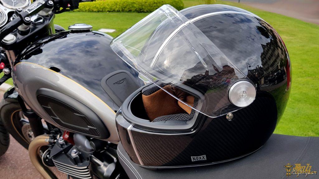 Associé à un Café Racer, le casque NEXX X.G100 Racer devient une machine à remonter le temps !