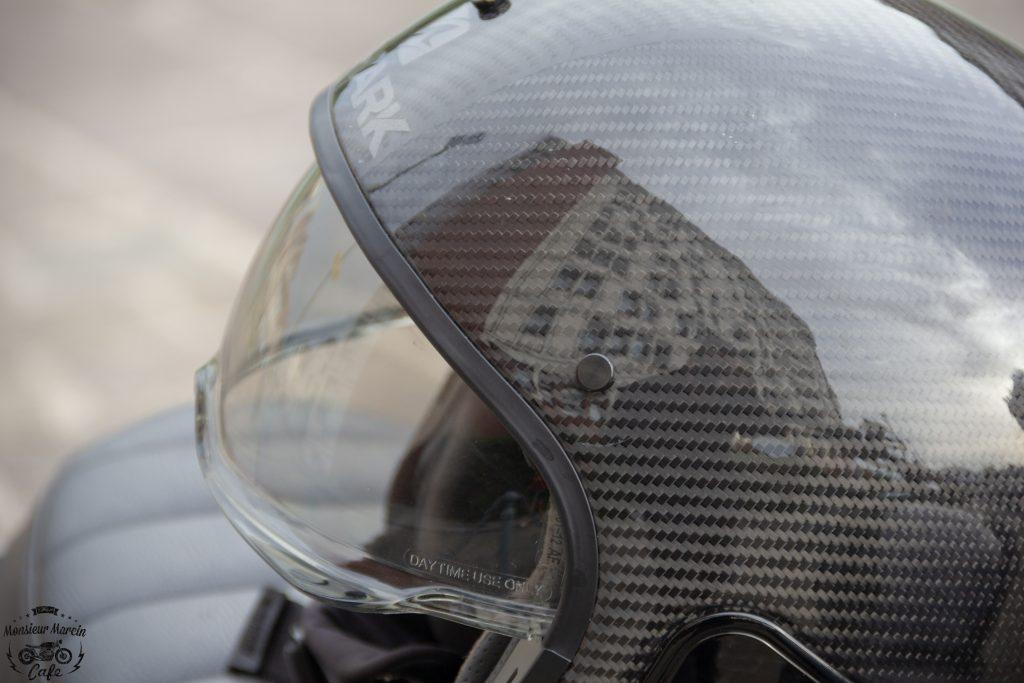 Focus sur la finition fibre carbone aramide du casque Shark S-Drak
