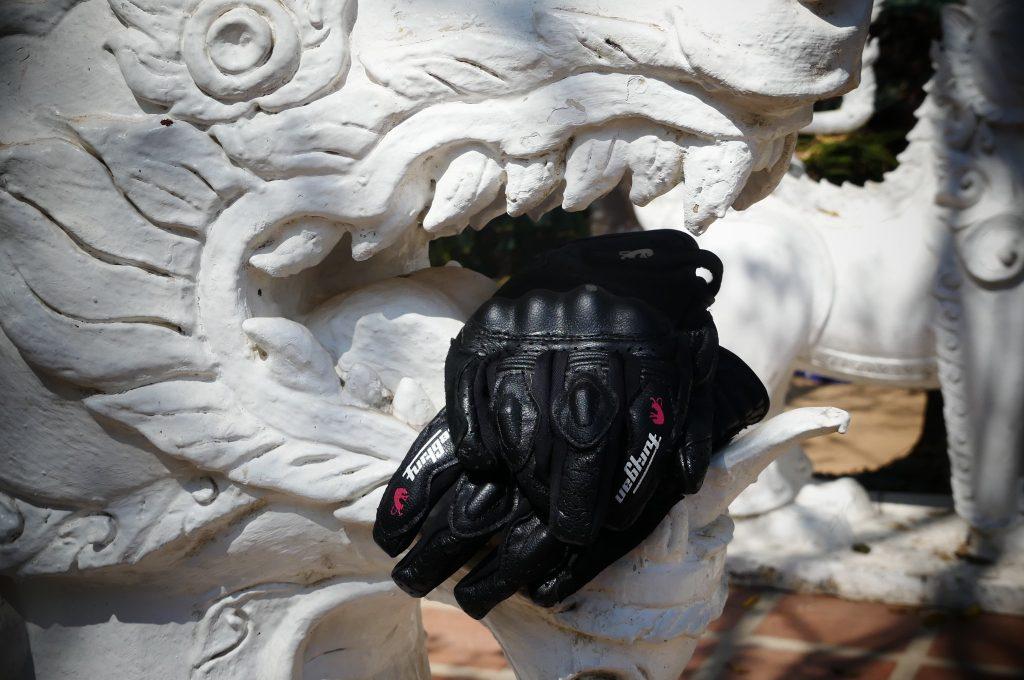 Des gants résistants à l'abrasion et aux dents de dragon