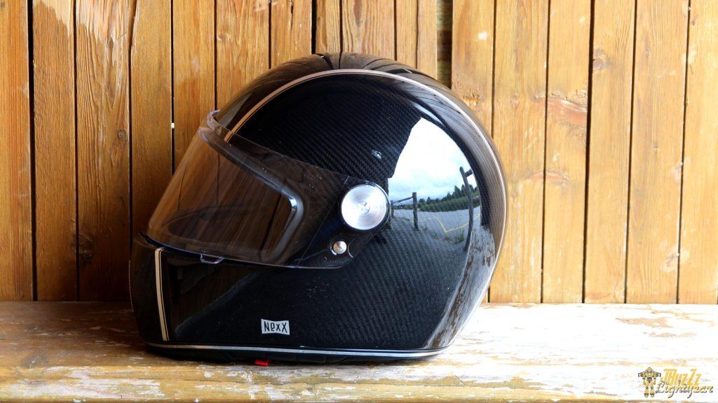 L'appellation «Racer» n'est pas usurpée. Le profil du casque NEXX X.G100 Racer est sportif.
