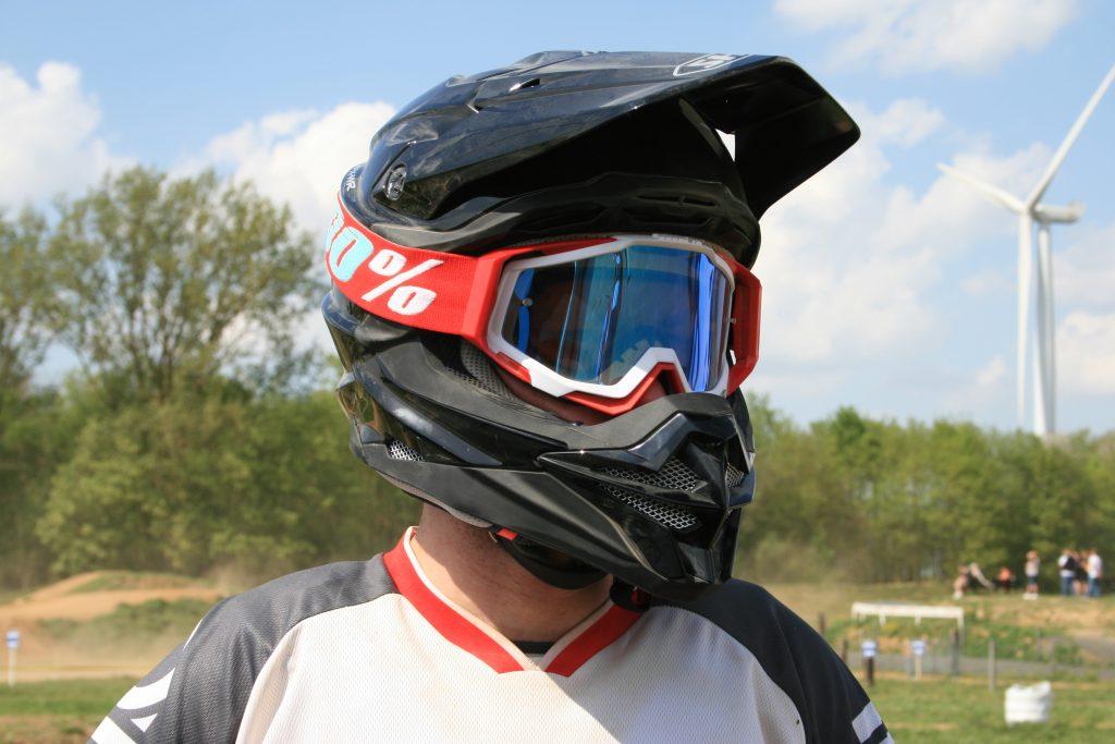 Le casque Shoei VFX-WR permet d'accueillir l'ensemble des masques MX disponibles.