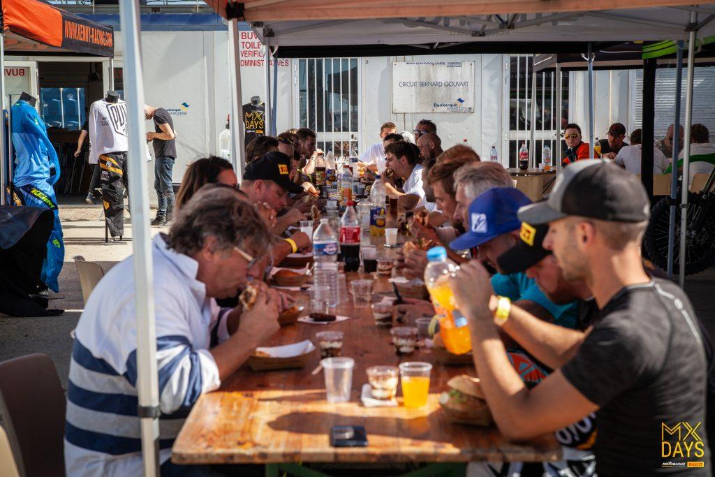 Moment de convivialité au MX Days Motoblouz x Pirelli