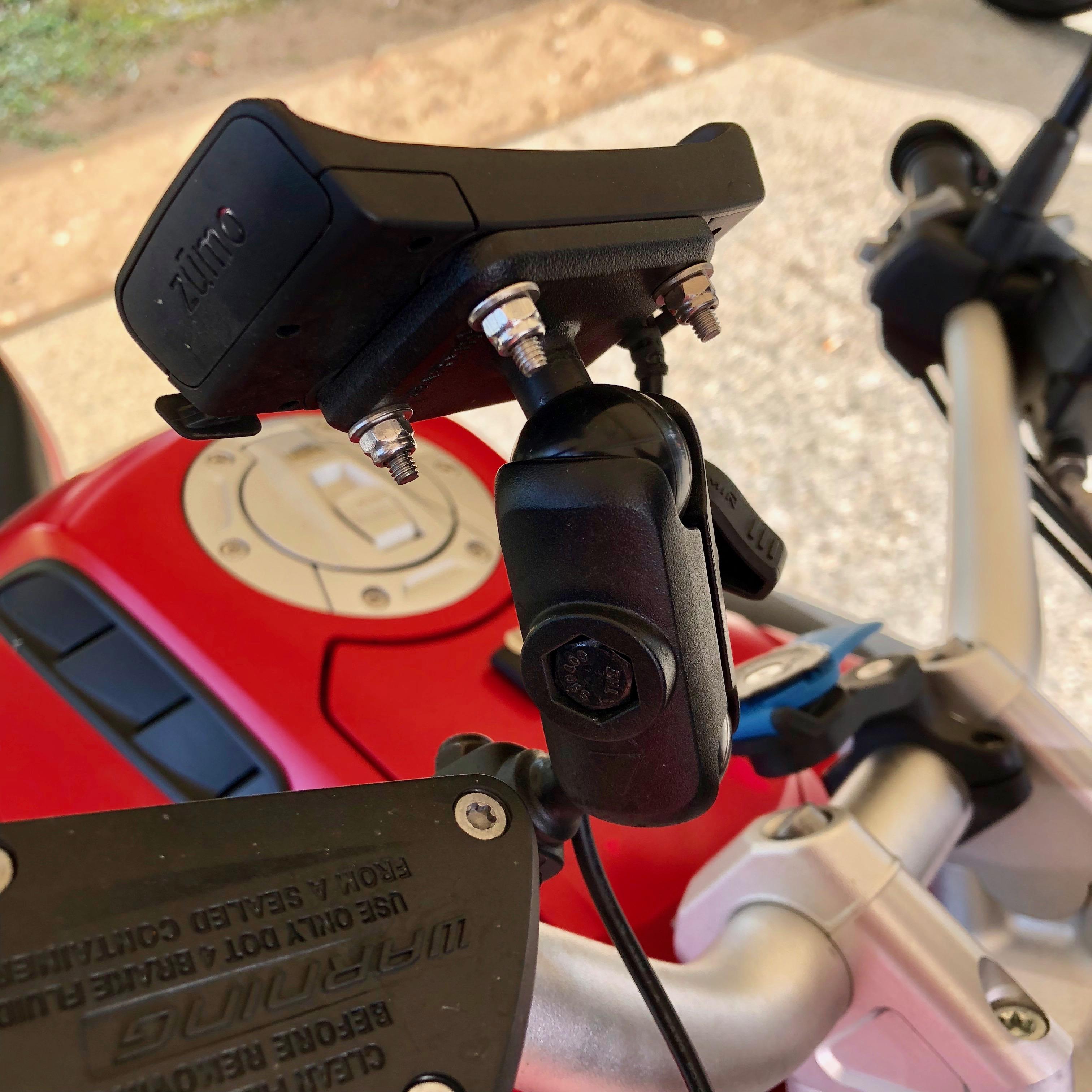 Fixation du GPS Garmin 346 LMT-S