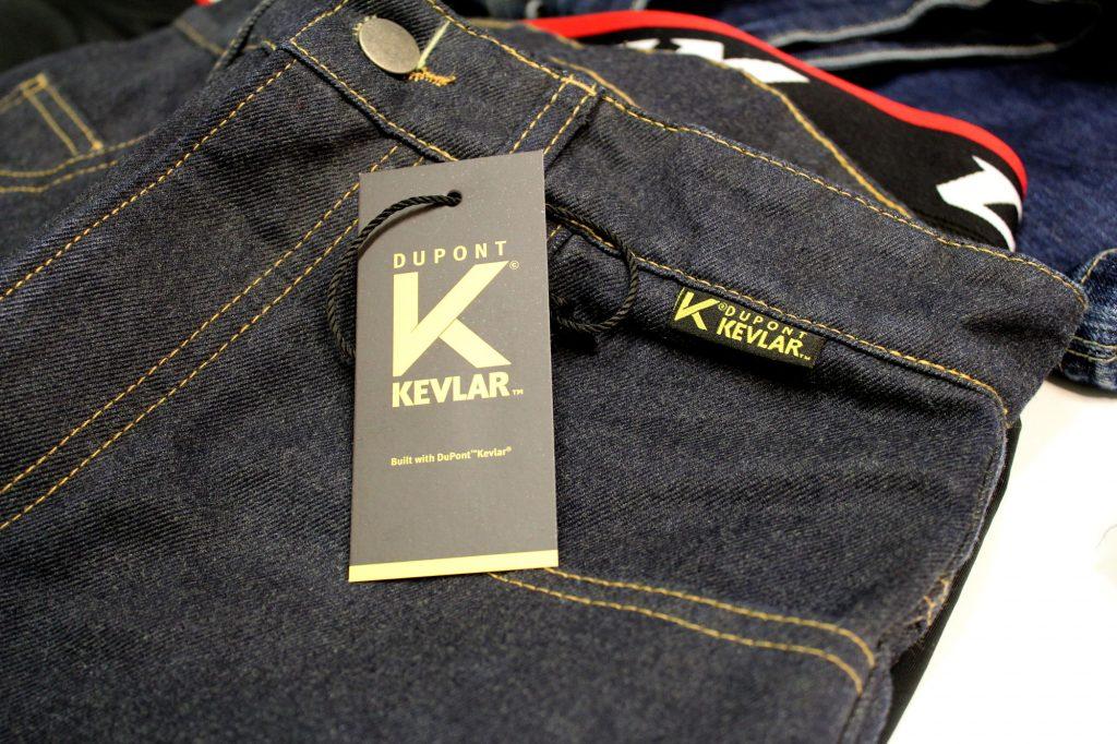 À compter de 2019, l'équipement intégrant du Kevlar® sera identifié par ces étiquettes