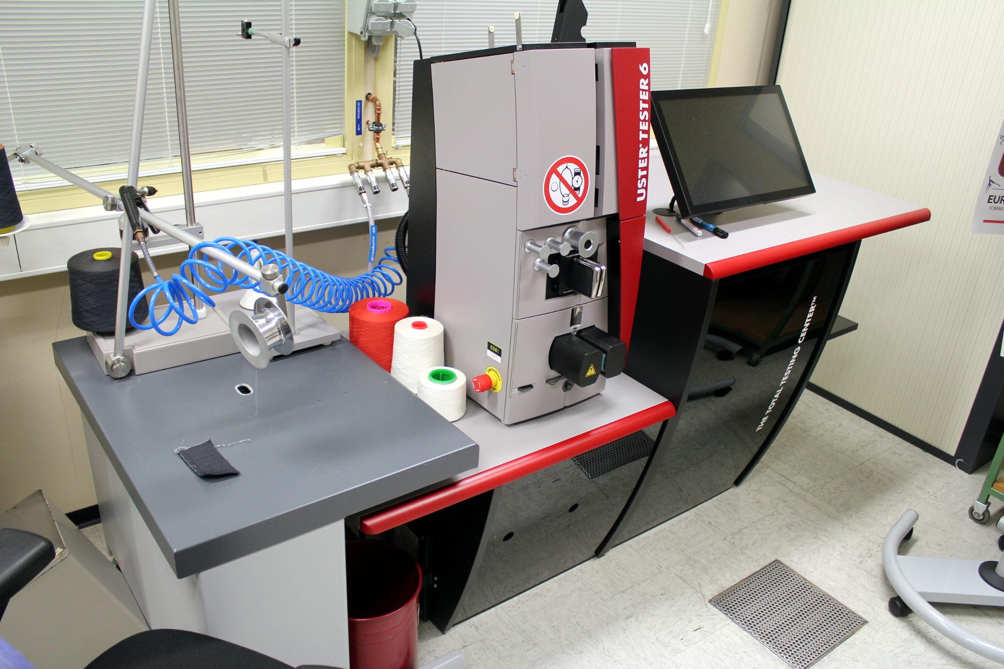 Une machine à mesurer la qualité et la régularité des fils