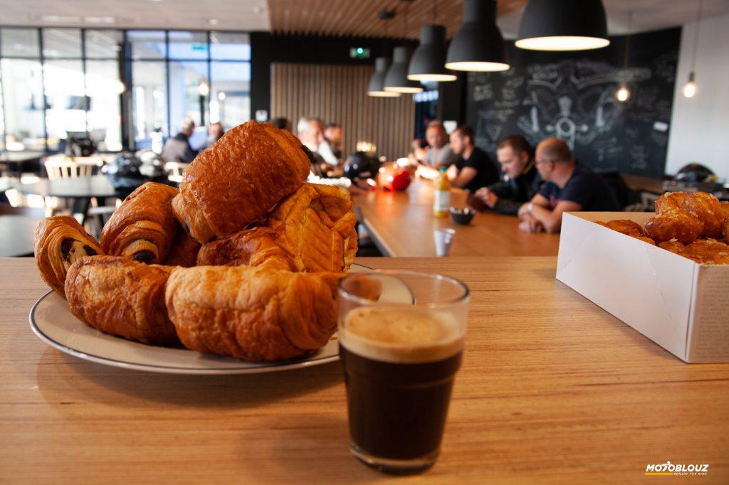 Un café, une viennoiserie et ça repart !
