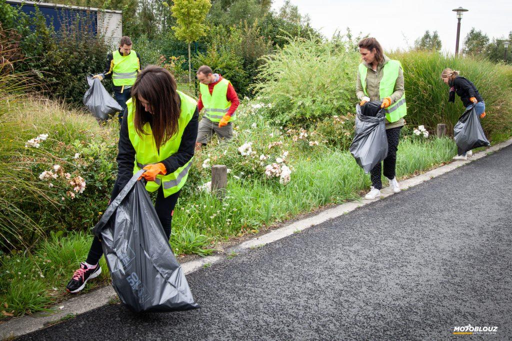 Ramasser les déchets, trier, recycler… Une affaire d'équipe chez Motoblouz !