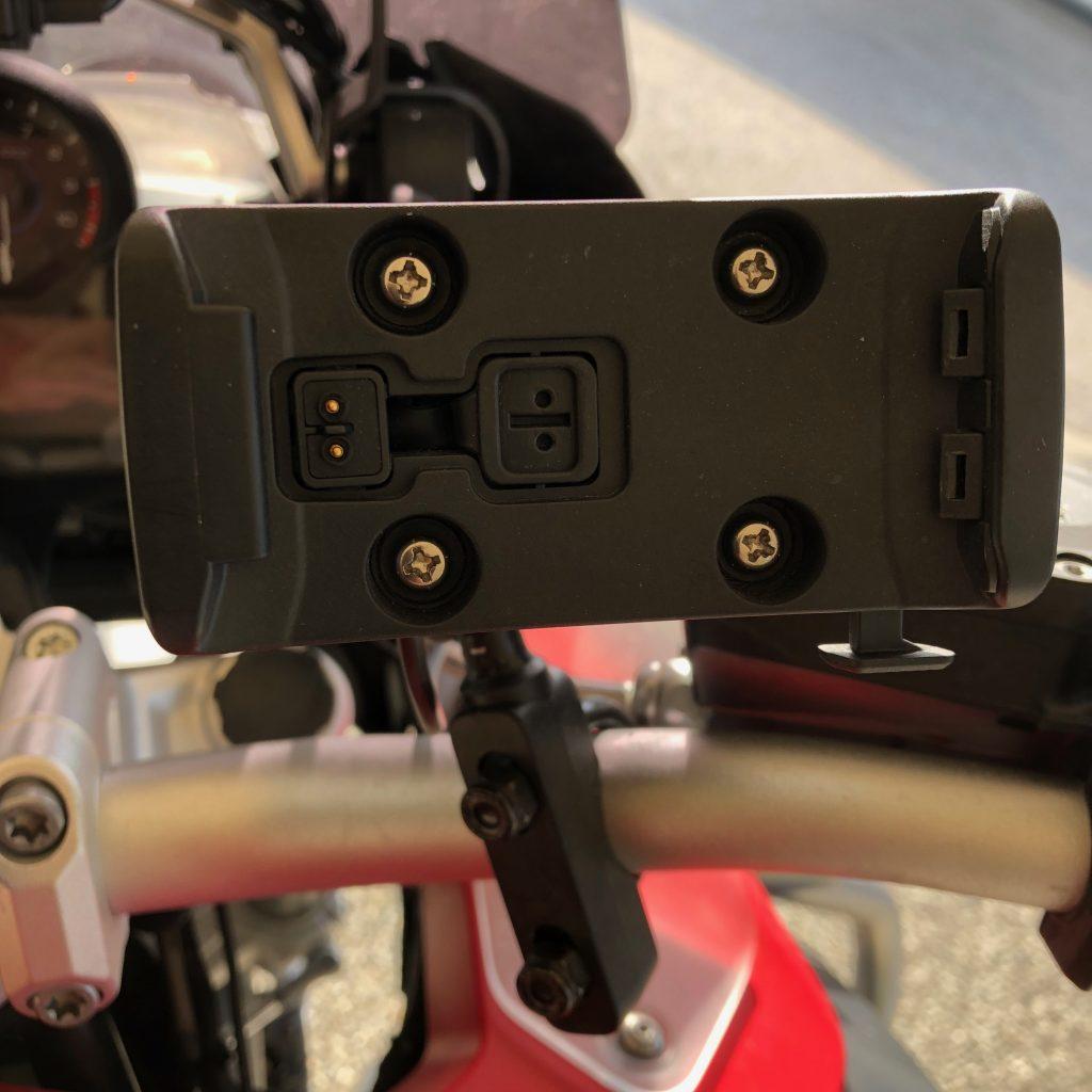 Support du GPS Garmin 346 LMT-S sur le guidon