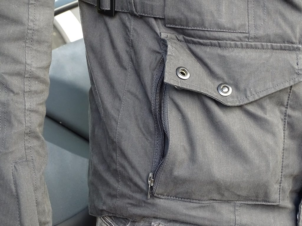 La veste Furygan Zeno présente deux poches 2 en 1