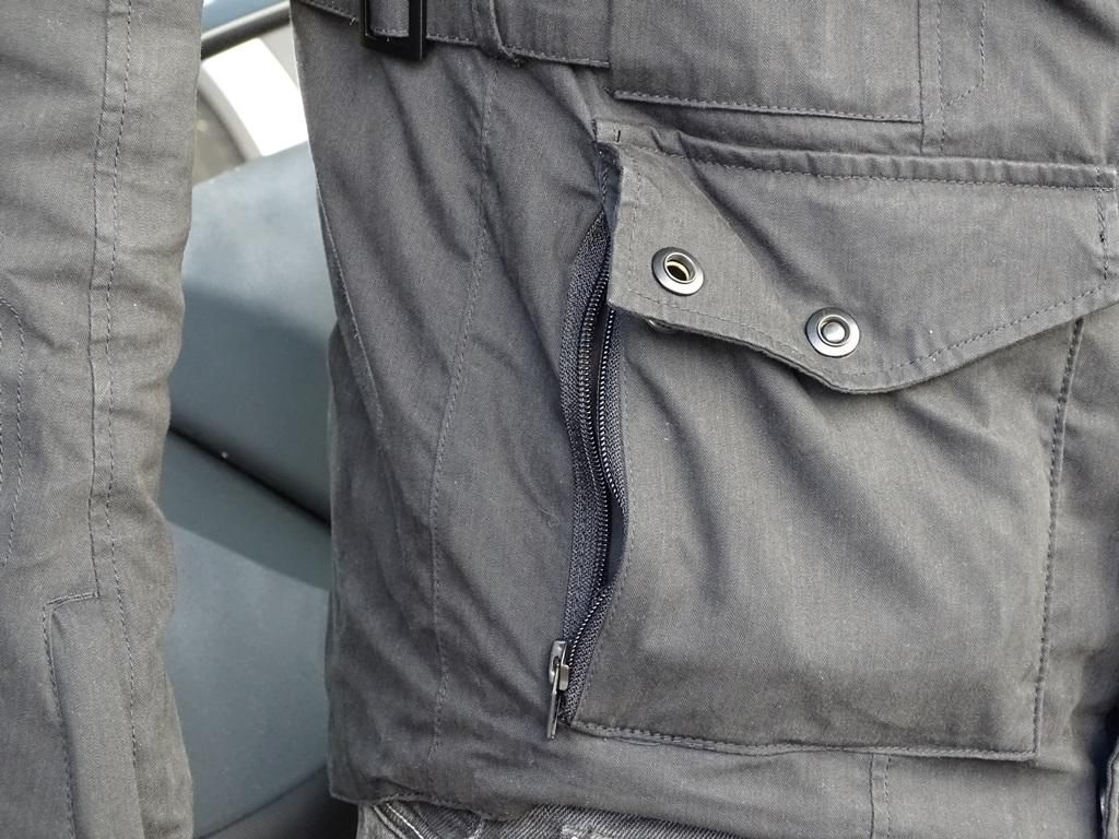 2 poches 2 en 1 sur la veste Furygan Zeno
