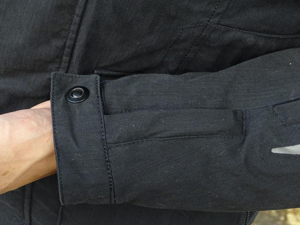 Serrage de manches de la veste Furygan Zeno