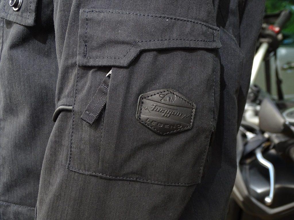 Le seul logo Furygan se trouve à l'extérieur de la veste
