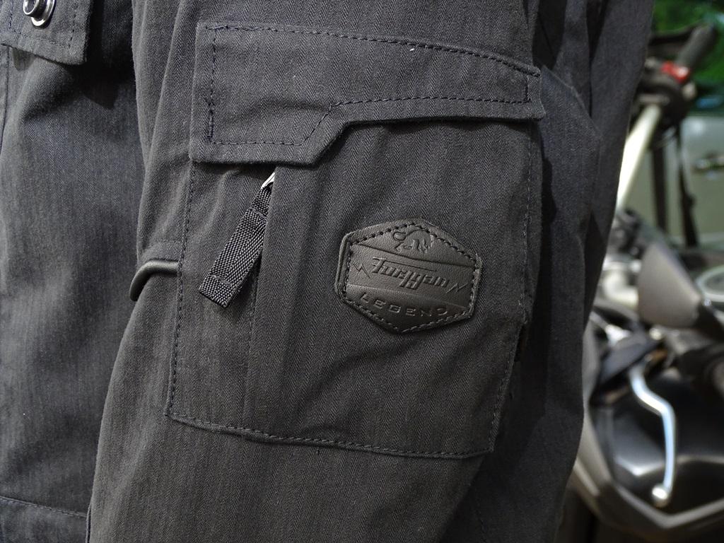 Logo Furygan extérieur sur la veste Furygan Zeno