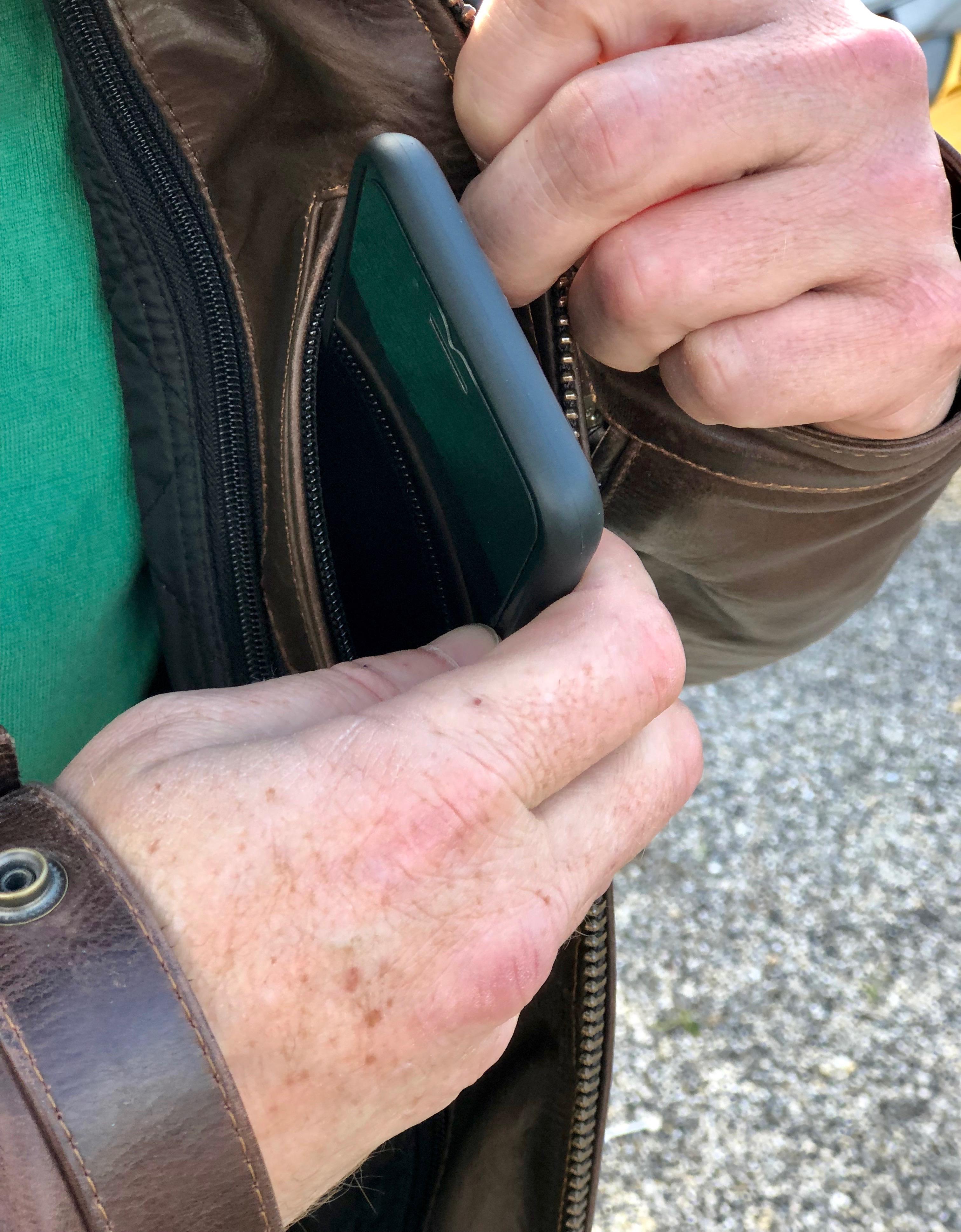 Nombreuses poches sur le blouson Helstons Reno