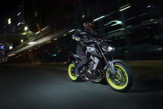 Rouler à moto la nuit