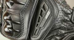 Les aérations des gants racing Alpinestars GP Pro