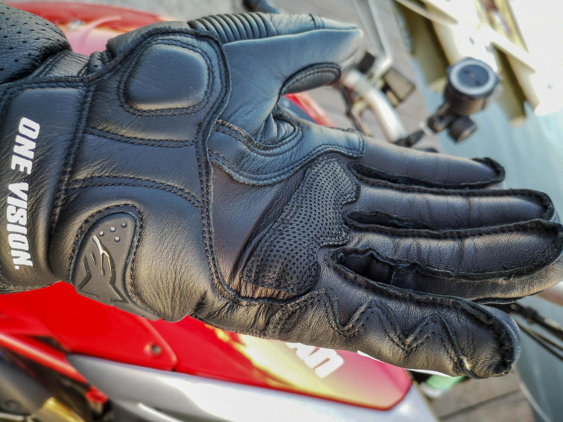 Empaumure renforcée sur les gants racing AlpineStars GP Pro