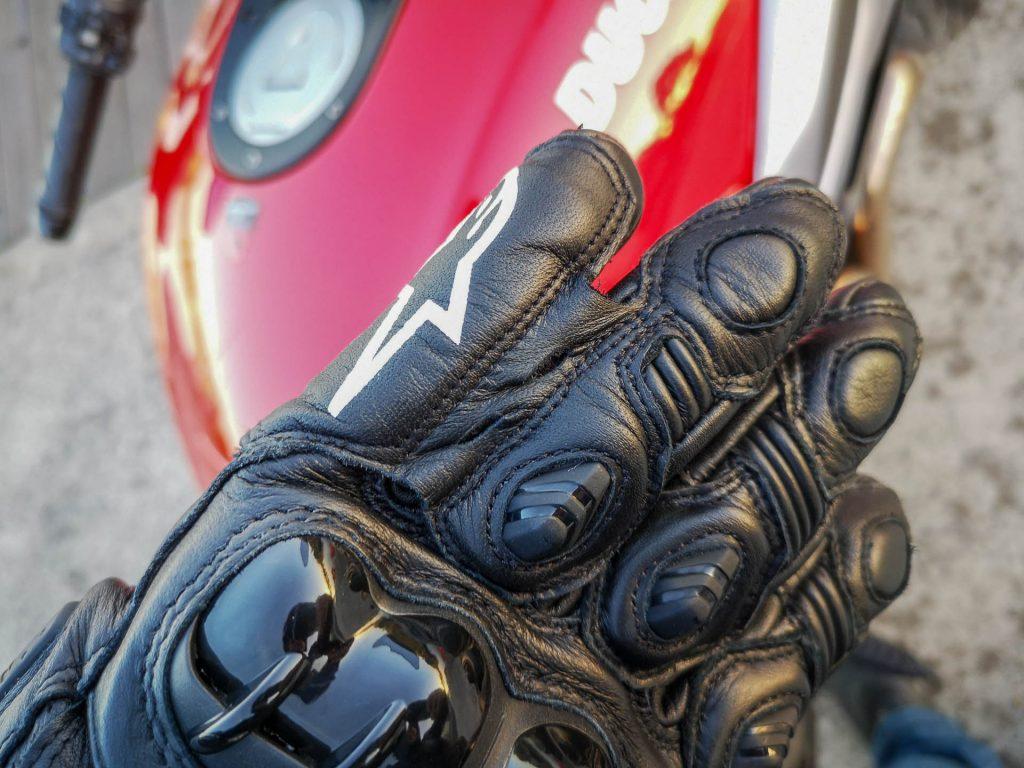 Pont auriculaire des gants racing Alpinestars GP Pro