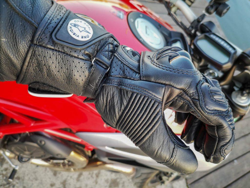 Soufflets d'aisance sur les gants Alpinestars GP Pro