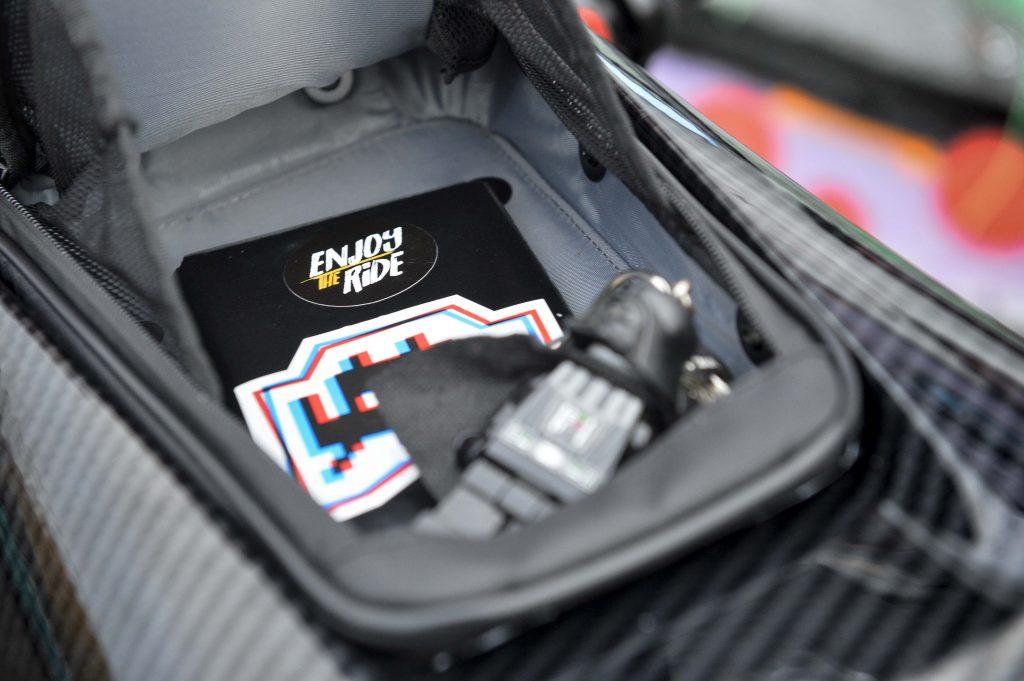 Diverses poches, bien pratiques, sur la sacoche Bagster Carbonrace