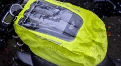 Fenêtre transparente sur la housse de pluie de la sacoche Bagster Carbonrace
