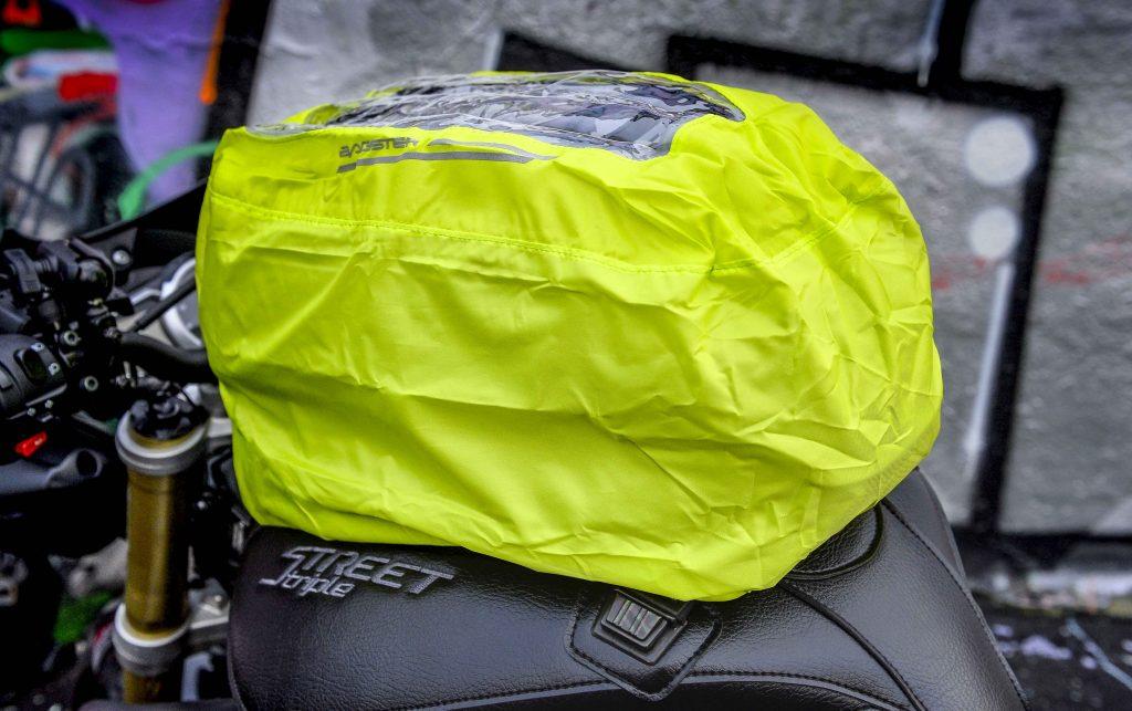La sacoche Bagster Carbonrace est livrée avec une housse contre la pluie