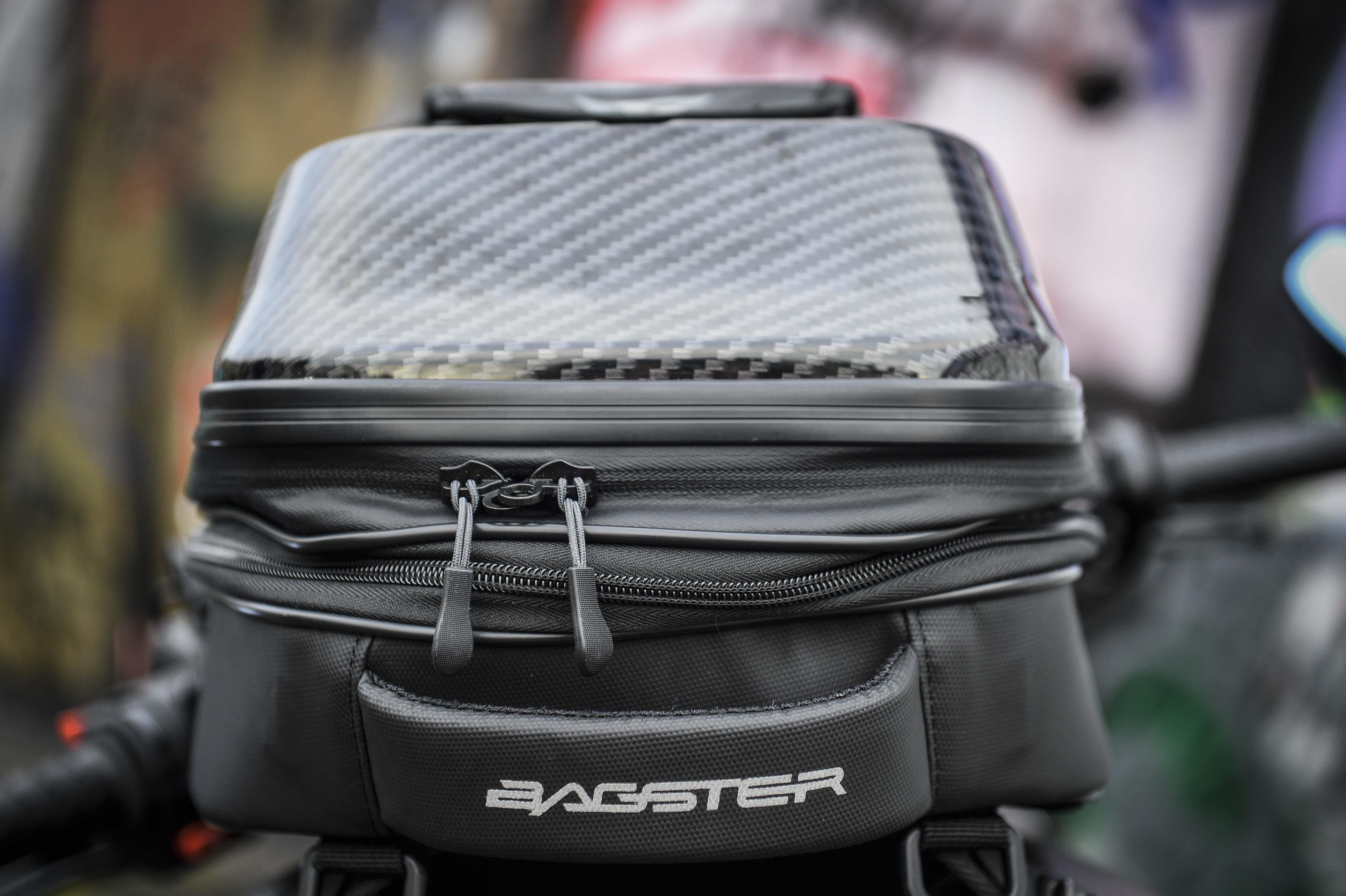 poignée de transport à l'arrière de la sacoche Bagster Carbonrace