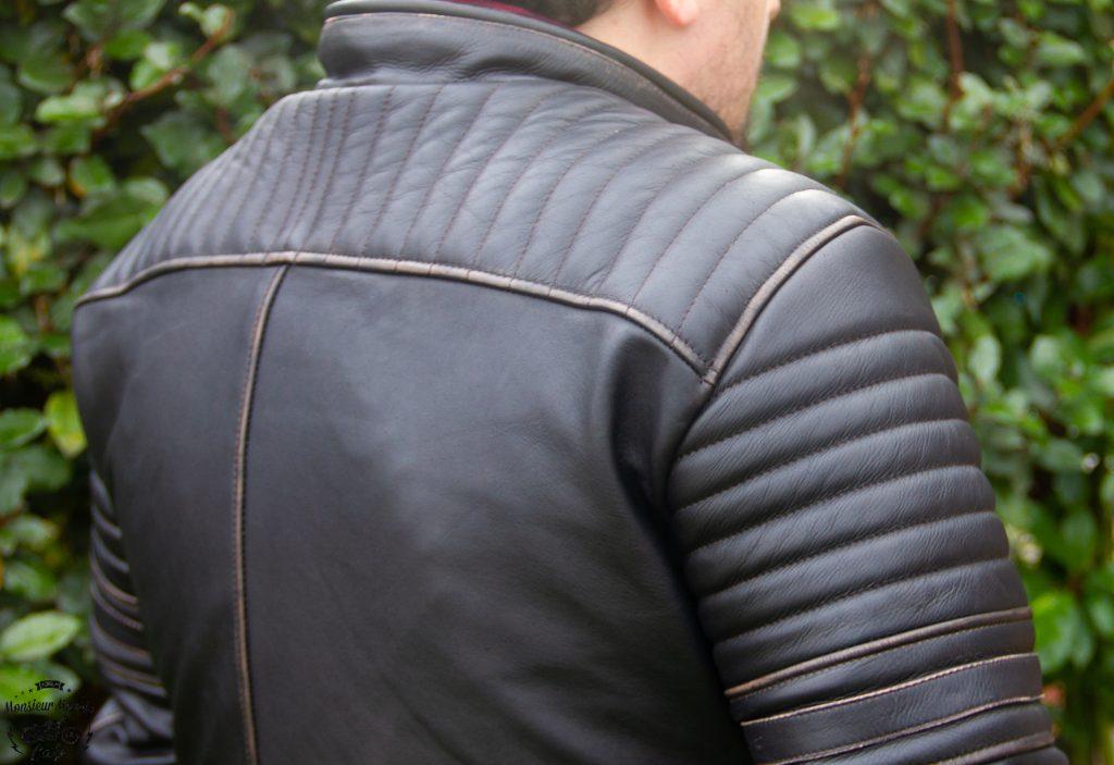 Helstons a travaillé le cuir pour lui donner un style fripé-froissé un tantinet badass