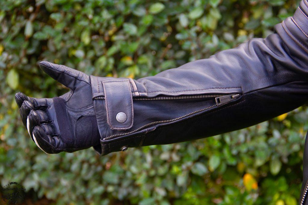 Manches zippées avec soufflet sur le blouson cuir Helstons Yukon