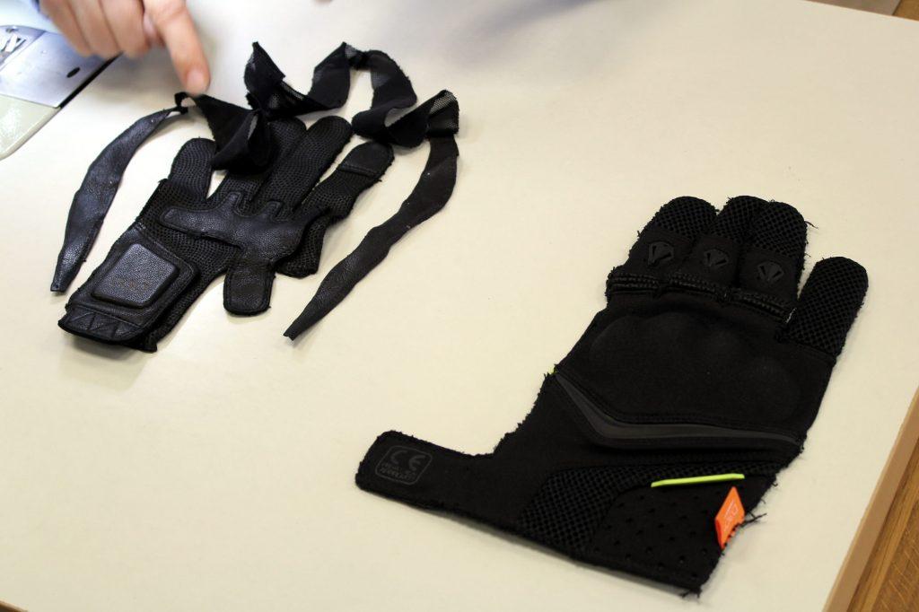 À gauche, la paume du gant, entourée des fourchettes mises bout à bout, et à droite le dos de la main