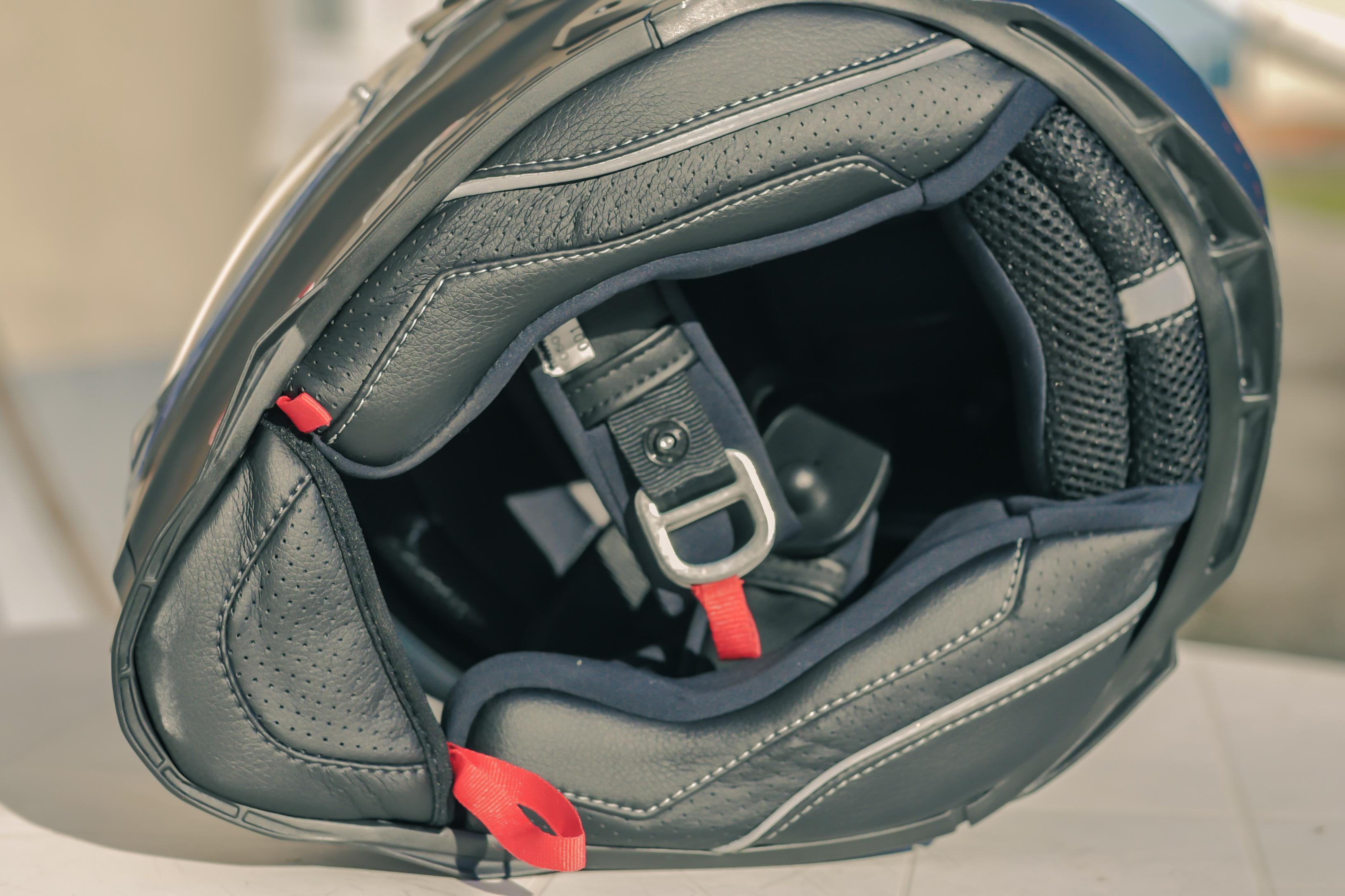 Système de retrait des mousses latérales sur le casque Nexx X.WED2