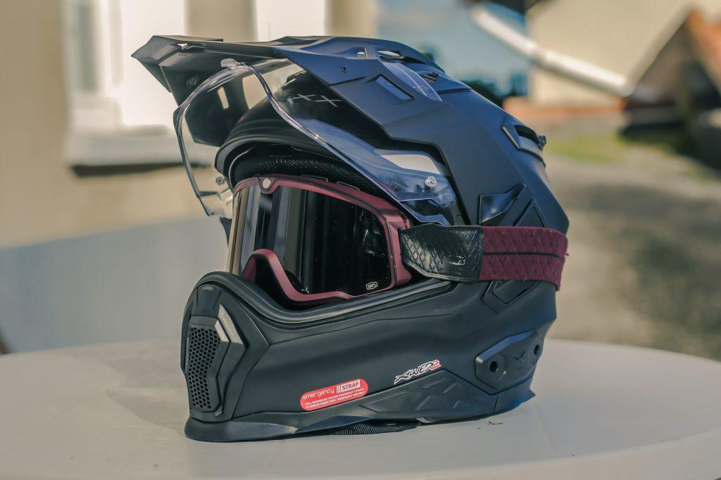 Le casque Nexx X.WED2 avec son large champ de vision offre la possibilité de porter un masque cross