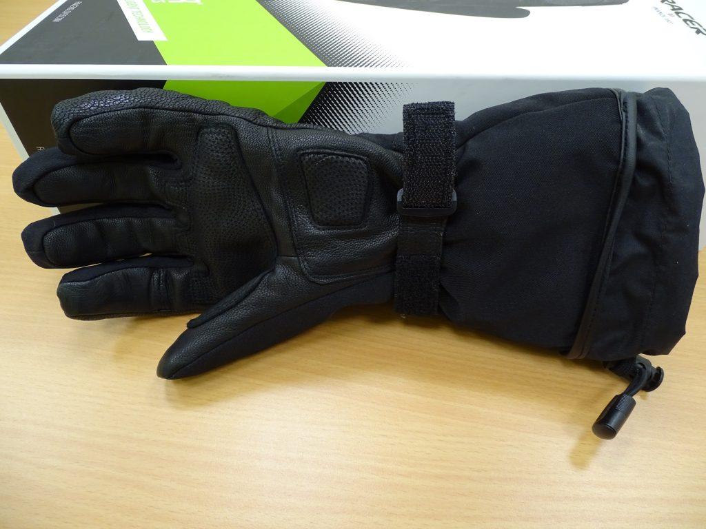 Focus sur la paume des gants chauffants Racer Connectic 3