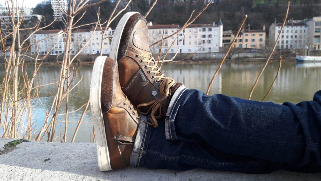 Les chaussures V Quattro X-Urban affichent une patine marquée