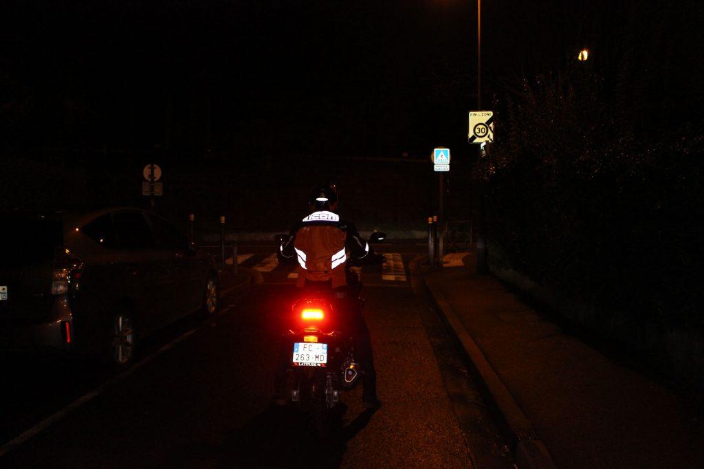 Visibilité de nuit, et de dos, avec le gilet de sécurité ICON